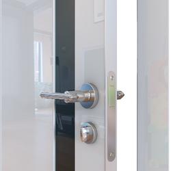 Межкомнатная дверь Дверная Линия ДО-507 Белый глянец стекло чёрное