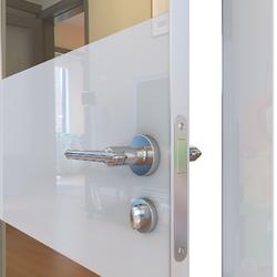 Межкомнатная дверь Дверная Линия ДО-508 Белый глянец зеркало бронза